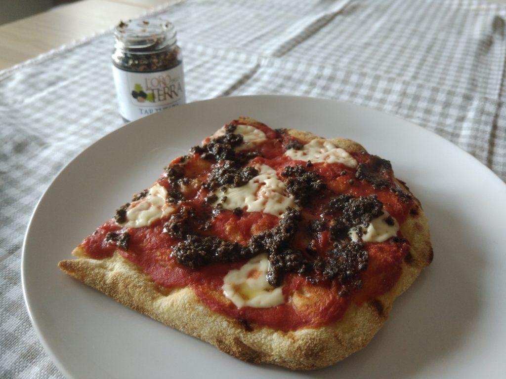 pizza con salsa tartufata al tartufo nero